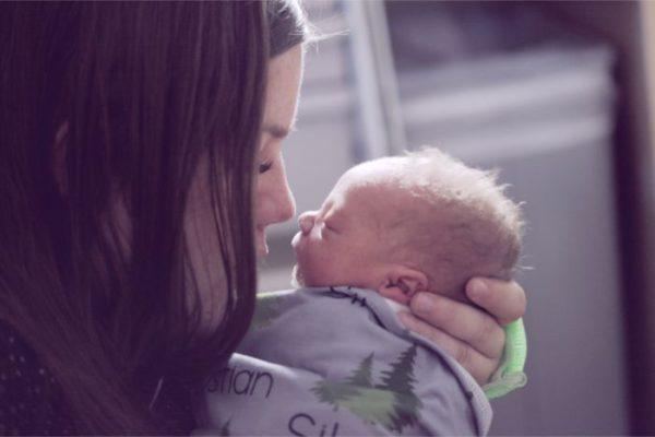 赤ちゃん ママ 出産後 笑顔