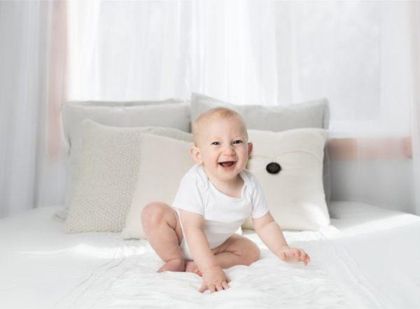 赤ちゃん 知育玩具 笑顔
