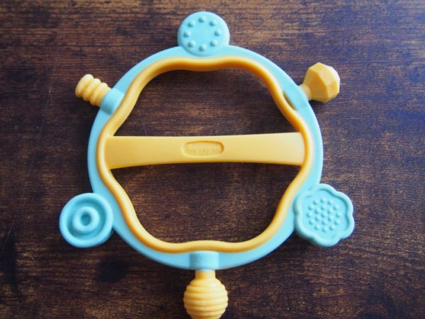 生後2ヶ月おもちゃかみかみリング
