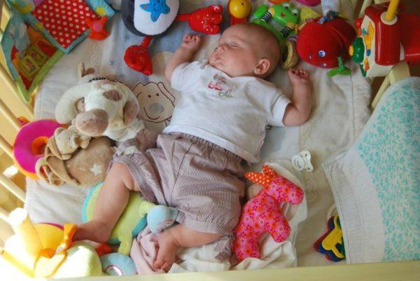 生後2ヶ月おもちゃ選び方